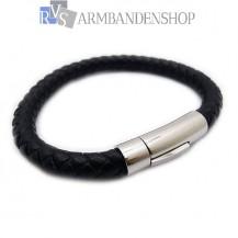 Zwarte leren armband met rvs accent.